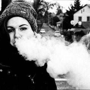 Baisse du tabagisme chez les jeunes : grâce au vapotage ?